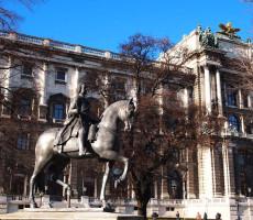 Statuia imparatului Franz Stephan von Lothringen