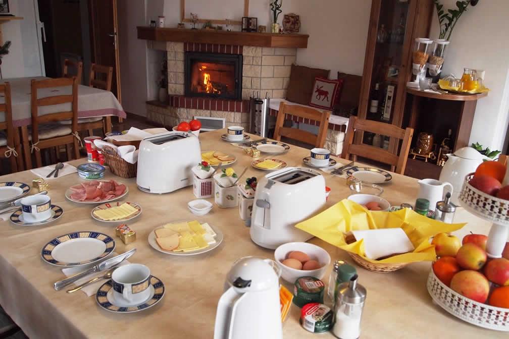 Micul dejun - Pensiunea Lucinel