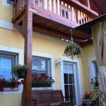 Balcon si flori pe terasa