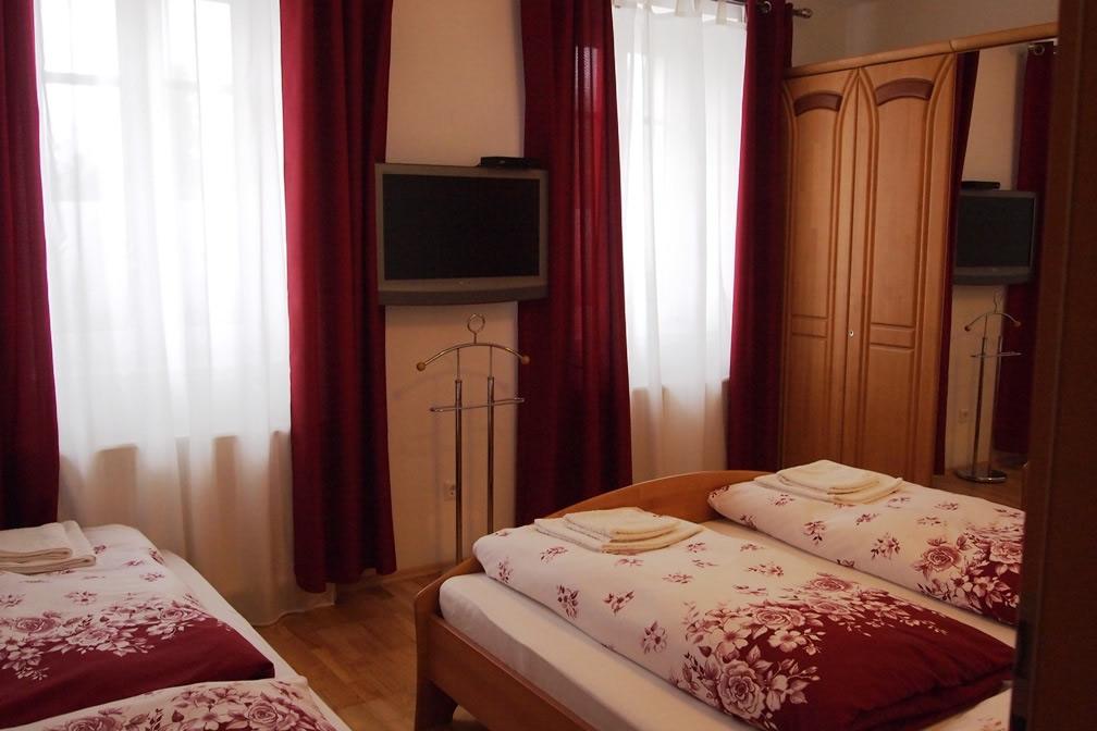 Camera 3 persoane apartament