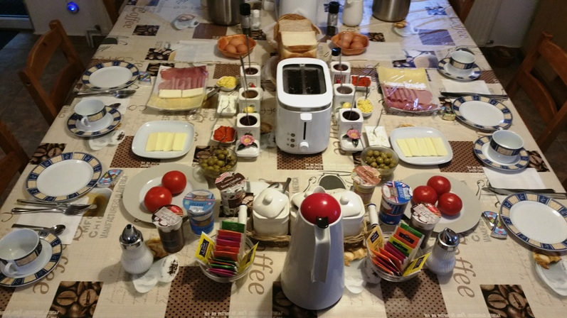 Mic dejun 4 persoane la Lucinel