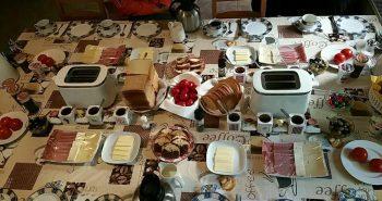 Micul dejun la Pensiunea Lucinel Viena