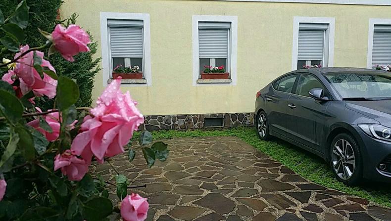 Locul dvs de parcare la pensiunea Lucinel