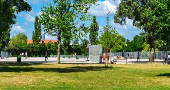 Teren tenis in Parcul Dunarii din Viena